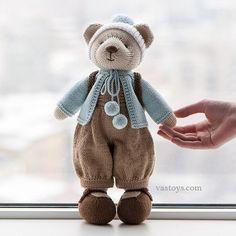 Beautiful knitted bear. Vastoys