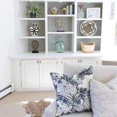 Sharing a little Saturday morning shelfie! 😊 I've had good HomeGoods mojo the last few weeks, scoring the black and white vase and the shallow textured basket! More pics of this space and a source list for everything else can be found by clicking the link in my profile and then the House Tour tab.  Enjoy your Saturday! 💕 http://liketk.it/2qjoc @liketoknow.it #liketkit