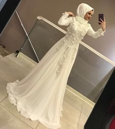 Forget all the evening dresses you know.- Bildiğiniz tüm abiyeleri unutun‼️ Daha iyisi gelene kadar en iyisi bu 👌 Forget all the evening dresses you know‼ - Muslimah Wedding Dress, Muslim Wedding Dresses, Muslim Brides, Bridal Dresses, Wedding Gowns, Prom Dresses, Muslim Fashion, Hijab Fashion, Hijab Sport