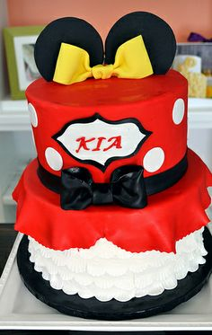 Minnie Mouse Cake by simply sweet creations