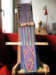 Brettchenband mit Schlangenmotiv aus Peru Card weaving (100 cards) with pebble weave snake motiv from Peru tablet woven by Kristina