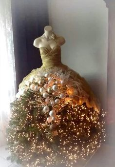 флористические елки на манекене: 4 тыс изображений найдено в Яндекс.Картинках