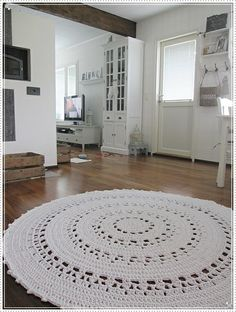 Crochet Doily Rug, Crochet Carpet, Diy Crochet And Knitting, Chunky Crochet, Crochet Home, Crochet Patterns, Nursery Rugs, Weaving Techniques, Modern Rugs