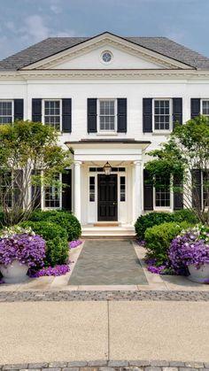 Colonial House Exteriors, White Exterior Houses, Colonial Exterior, Exterior Design, Home Exteriors, Home Styles Exterior, Classic House Exterior, Tropical Home Decor, Tropical Houses