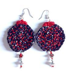 Orecchini in fettuccia di cotone con pendente in perle e metallo : Orecchini di blanka-artigianatoresistente