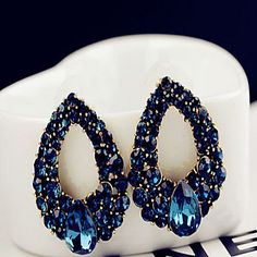 Simply gorgeous royal blue drop earrings to wear with an elegant night dress! Like it? Click to get your pair for $1.99 <3