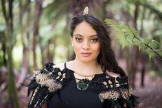 Gold & Black Korowai (shawl) Flax Weaving, Flax Flowers, Black Gold, Brooch, Cloaks, Character Ideas, Shawls, Museum, Men