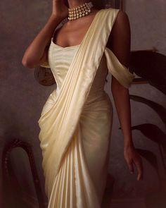 Desi Wedding Dresses, Indian Wedding Outfits, Bridal Outfits, Indian Outfits, Indian Attire, Indian Wear, Indian Aesthetic, Indian Photoshoot, Indian Look