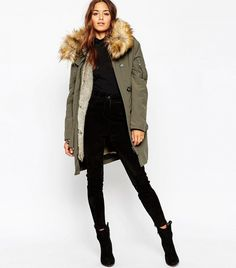 5 New Ways to Style Your Parka This Winter. #celebritystyle Cold Weather Outfits, Winter Outfits, Parka Outfit, Green Parka, Green Jacket, Casual Skirt Outfits, Dress Outfits, Winter Mode, Womens Parka