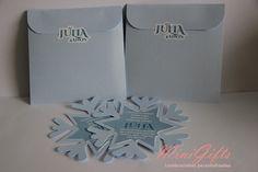 Convite formato floco de neve Frozen. <br>Feito em papel perolado. <br>Acompanha envelope e tag adesiva que pode ser personalizada com o nome do convidado ou do aniversariante. <br> <br>Tamanho 12x12cm