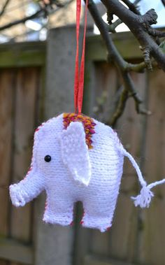 "Ginx Craft: ""The Traditional Christmas Elephant"" Christmas Elephant, Knitted Animals, Christmas Traditions, Wonderful Time, Knitting Patterns, Knit Crochet, Elephants, Traditional, Crafty"