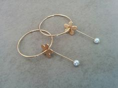 Gold Hoop Earrings, Hoop Earrings, Gold Hoops, Gold Earrings, Gold Hoop, Flower Hoops, Pearl Hoop Earrings, Pearl Earrings,Bridal Earrings gold hoop earrings, hoop earrings, hoops combine with a flower and white pearl Made of 24k gold plated.  Hoops Diameter: 1.18inch 3cm