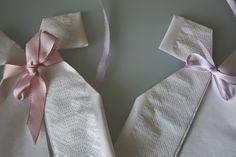 Søte dåpskjole-servietter til dåp og babyshower – Creative Fun 4 You Napkin Rings, Napkins, Babyshower, Decor, Decoration, Towels, Dinner Napkins, Baby Shower, Decorating