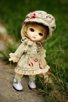 Doll on a walk Beautiful Barbie Dolls, Pretty Dolls, Tiny Dolls, Blythe Dolls, Ball Jointed Dolls, Cute Baby Wallpaper, Cute Baby Dolls, Cute Cartoon Wallpapers, Little Doll
