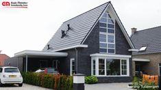 moderne jaren 30 woning, steen donker met zwarte dakpan, spitse kap Beautiful Homes, Garage Doors, New Homes, Architecture, Interior, Outdoor Decor, Modern, Design, Home Decor