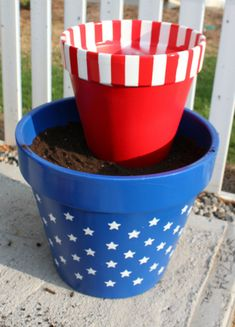 Stars and Stripes flower pots, red white and blue terra cotta pots for the of July Flower Pot Art, Flower Pot Crafts, Clay Pot Projects, Clay Pot Crafts, Shell Crafts, Fourth Of July Decor, 4th Of July Decorations, July 4th, Painted Clay Pots
