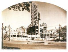 """A construção do primeiro arranha-céu carioca, na Praça Mauá, o Edifício """"A Noite"""", em 1928 (Fotografia extraída do livro """"Rio de Janeiro 1900-1930"""", de George Ermakoff)"""
