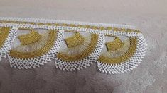 This Pin was discovered by Han Crochet Borders, Filet Crochet, Crochet Designs, Saree Tassels, Hand Embroidery Videos, Needle Lace, Bargello, Diy And Crafts, Crochet Slippers