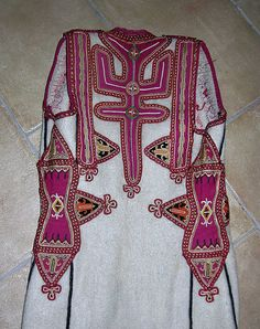 Albanian Culture, Kebaya Lace, Costumes Around The World, Folk Clothing, Textiles, Embroidered Clothes, In Ancient Times, Folk Costume, Historical Costume
