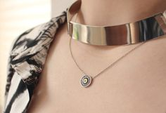 THECLASSYDRESSY.COM - Nazar Kette #evileye #necklace #howtowear #fashiondetails #classy #jewellery
