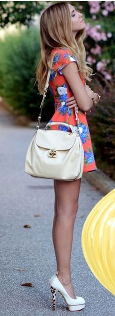 Street style | Cute floral little dress with heels and off white handbag