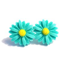 Teal Daisy Earrings  Silver Plated Stud Posts by BlueButtonBaubles, $8.00