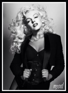Gorgeous Marilyn Monroe manip by Myentl... love the long hair on her!