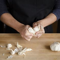 On peeling and mincing garlic without a fuss