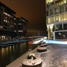 Canals #tjuvholmen #bolettebrygge #oslofjorden #akerbrygge #evening #canal #february #winter #snow #fiord #urbandevelopment #oslo #trapfishing #fish #fjord #fjordfiske #citylights #canallights #torskefiske #lineangling #fishing #pescaturisme #pesca #openwaterfishing