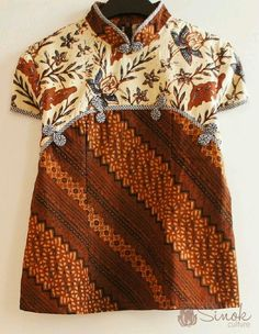 Batik dress for baby but can be inspiration for adult blouse Batik Fashion, Ethnic Fashion, African Fashion, Kids Fashion, Fashion Outfits, Emo Outfits, Blouse Batik, Batik Dress, Kimono
