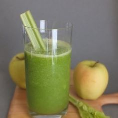 Smoothie Saturday – The Fitchen Celery-Apple Green Smoothie recipe INGREDIENTS 1 Golden Delicious apple 3 stalks of celery c. cilantro juice of lemon 4 oz. Green Smoothie Recipes, Smoothie Drinks, Healthy Smoothies, Healthy Drinks, Healthy Recipes, Whole30 Recipes, Detox Drinks, Celery Recipes, Golden Delicious Apple