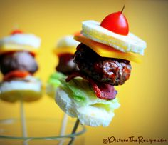 Game Day Snacks: Mini Bacon Burger Bites on a Skewer with step by step pictures. Perfect for a Super Bowl party appetizer! Game Day Snacks, Game Day Food, Party Snacks, Appetizer Recipes, Snack Recipes, Cooking Recipes, Appetizers, Game Recipes, Yummy Snacks