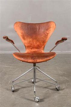Vara: 3560126 Arne Jacobsen, skrivbordsstol 3217 'Sjuan'