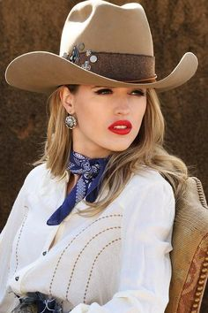 Dress it up with the Driscoll! This tall topper is super chic, with a more classic silhouette and raw-edged woven hatband accompanied by a cluster of silver conchos, crosses and studs. Western Outfits Women, Cowboy Outfits, Western Wear For Women, Hats For Women, Cowboy Chic, Sexy Cowgirl, Cowgirl Style, Cowboy Hats, Western Girl