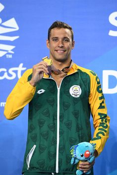 Chad le Clos wins gold in Men's Butterfly swimming on Gold Coast 2018 Commonwealth Games Chad Le Clos, Butterfly Swimming, Commonwealth Games, Gold Coast, Men, Guys