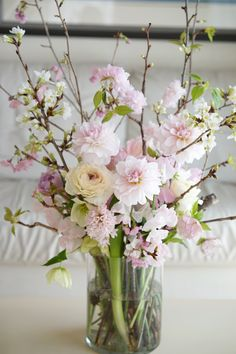 La Fleur What a beautiful blush pink flower arrangement, this is a gorgeous decorating idea for weddings, are you around decorating for your home. My Flower, Fresh Flowers, Pink Flowers, Beautiful Flowers, Autumn Flowers, Wallpaper Collection, Pink Flower Arrangements, Indoor Flowers, Deco Floral