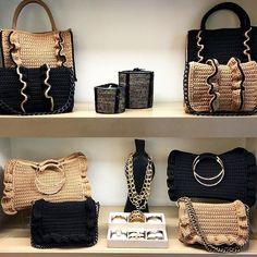 Black Barrel bag🖤 Small in size but full of character! Crochet Tote, Crochet Handbags, Crochet Purses, Barrel Bag, Summer Bags, Spring Summer, Diy Purse, Fashion Bags, Style Fashion