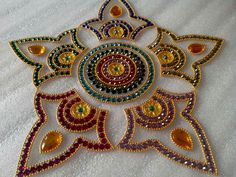 Diy art Diwali Diya, Diwali Craft, Rangoli Ideas, Rangoli Designs Diwali, Diwali Decorations, Festival Decorations, Acrylic Rangoli, Cd Diy, Saree Painting