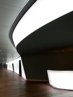 Nestlé Business Center, Switzerland :: Brönnimann & Gottreux Architectes Corporate Interiors, Office Interiors, Space Architecture, Beautiful Architecture, Barrisol Ceiling, Restaurant Hotel, Black And White Interior, Lobby Design, Workplace Design