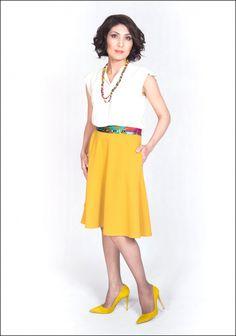 Блуза молочного цвета – Mexx, 3990 тг  Горчичная юбка – Promod, 5990 тг  Бусы и пояс – собственность стилистов