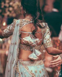 New Blouse Designs - Latest Saree Blouse Back Neck Designs - Buy lehenga choli online Blouse Back Neck Designs, Stylish Blouse Design, Fancy Blouse Designs, Bridal Blouse Designs, Saree Blouse Designs, Blouse Patterns, Indian Blouse Designs, Blouse Styles, Sari Blouse