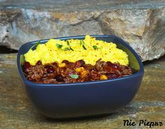 Pikantne danie jednogarnkowe, składające się głównie z mięsa mielonego, papryki chili i fasoli, czyli chili con carne, na pyszny obiad.