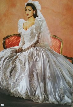 Vintage Gowns, Vintage Bridal, Dress Sites, Perfect Bride, Beautiful Wedding Gowns, Types Of Dresses, Wedding Attire, Bridal Style, Bridal Dresses