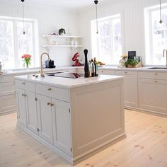Painting Ideas For Walls Kitchen is entirely important for your home. Whether you pick the Color Ideas For Kitchen Walls or Kitchen Decor Ideas Decoration, you will create the best Paint Ideas For Kitchen Walls for your own life. Shaker Kitchen, Kitchen Pantry, Kitchen Layout, New Kitchen, Kitchen Dining, Kitchen Decor, Kitchen Ideas, Wood Interior Design, Restaurant Interior Design