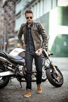 Denim shirt with leather jacket. & throw in the bike too. Denim shirt with leather jacket. & throw in the bike too. Mode Masculine, Sharp Dressed Man, Well Dressed Men, Fashion Moda, Look Fashion, Biker Fashion, City Fashion, Womens Fashion, Stylish Men