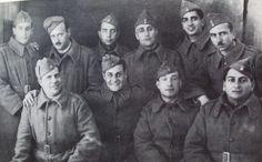 Φωτογραφία από το Μέτωπο το '40. Στο κέντρο φαίνεται ο ηθοποιός Λάμπρος Κωνσταντάρας