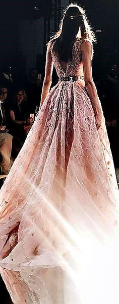 Elie Saab Fashion Runway Show, Couture Fashion, Fashion Models, Beautiful Gowns, Beautiful Outfits, Evening Dresses, Prom Dresses, Simply Fashion, Dream Dress