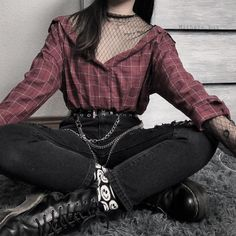 Gothic Fashion 283445370285062204 - This blouse with mesh is in our shop now! Belt and accessories also from WILDCHICKS. Credi Source by babyjobat Edgy Outfits, Teen Fashion Outfits, Mode Outfits, Retro Outfits, Grunge Outfits, Cute Casual Outfits, Girl Outfits, Mode Emo, Mode Ootd