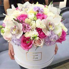 Beaut blooms via Picture bloomdefleur® Amazing Flowers, Beautiful Roses, Fresh Flowers, Beautiful Flowers, Flower Box Gift, Flower Boxes, Beautiful Flower Arrangements, Floral Arrangements, Bouquet Box