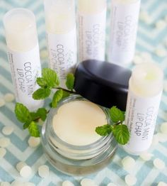 Say goodbye to chapped lips with this Copycat Burt's Bees Moisturizing Lip Balm Recipe. So easy and so wonderful for your lips, you must try this! Made using all natural ingredients, these lip balms also make great gifts or stocking stuffers. Homemade Lip Balm, Diy Lip Balm, Homemade Skin Care, Diy Skin Care, Homemade Beauty, Diy Beauty, Beauty Tips, Organic Skin Care, Natural Skin Care